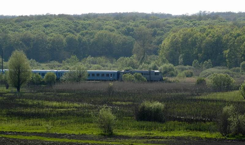 Cale ferat_ din localitatea Crestur-Keresztúri vasútvon_al