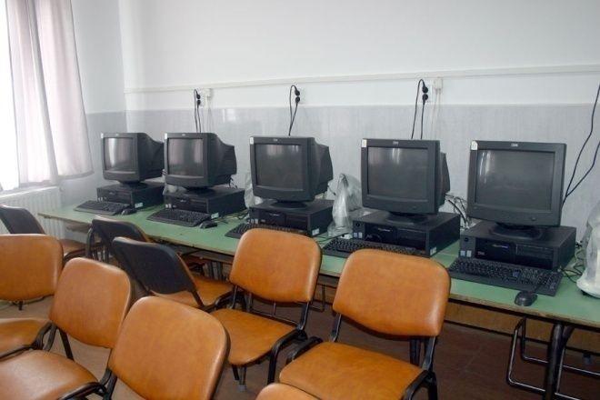 Laborator TIC-Scoala Petreu-Monospetri iskola info labor