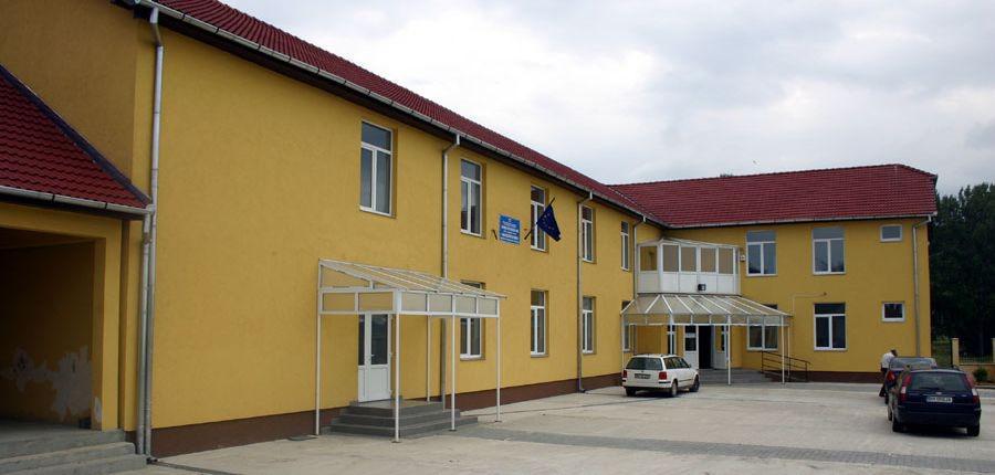 scoala cu clasele I-VIII, Petreu-Monospetri I-VIII osztá_lyos iskola